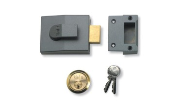 Yale 82 Series Deadbolt Nightlatch + Escutcheon